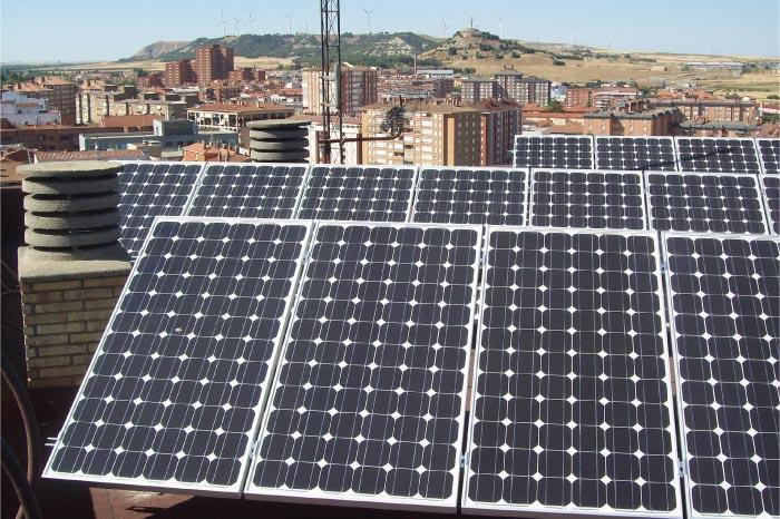 Instalación solar fotovoltáica compartida en comunidad de vecinos.