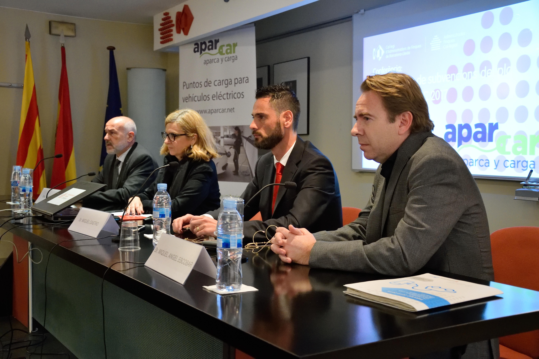 Mesa de la conferencia con los ponentes de la jornada de cafbl, icaen y aparcar